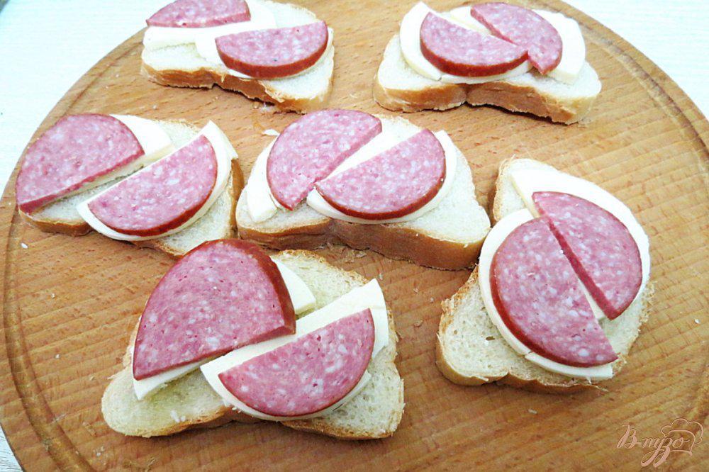 Картинка бутерброда с колбасой и сыром, поздравлениями