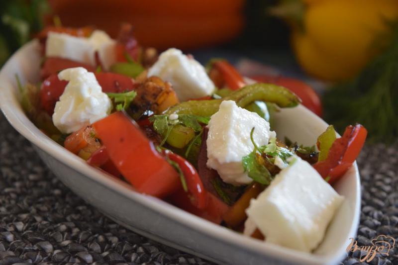 Фото приготовление рецепта: Теплый салат с болгарским перцем шаг №8