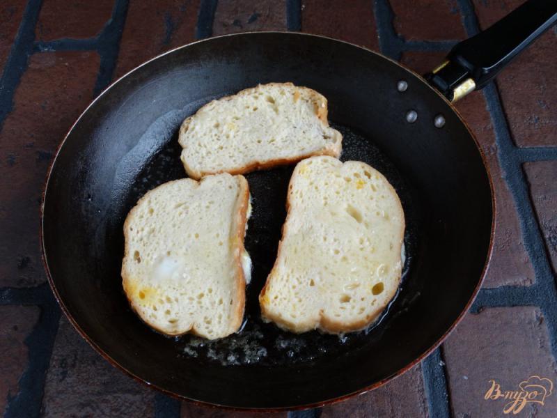 Фото приготовление рецепта: Сладкие гренки с творогом и манго шаг №4
