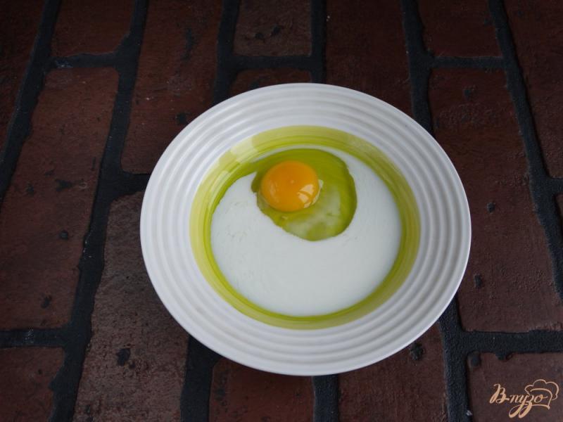Фото приготовление рецепта: Сладкие гренки с творогом и манго шаг №1