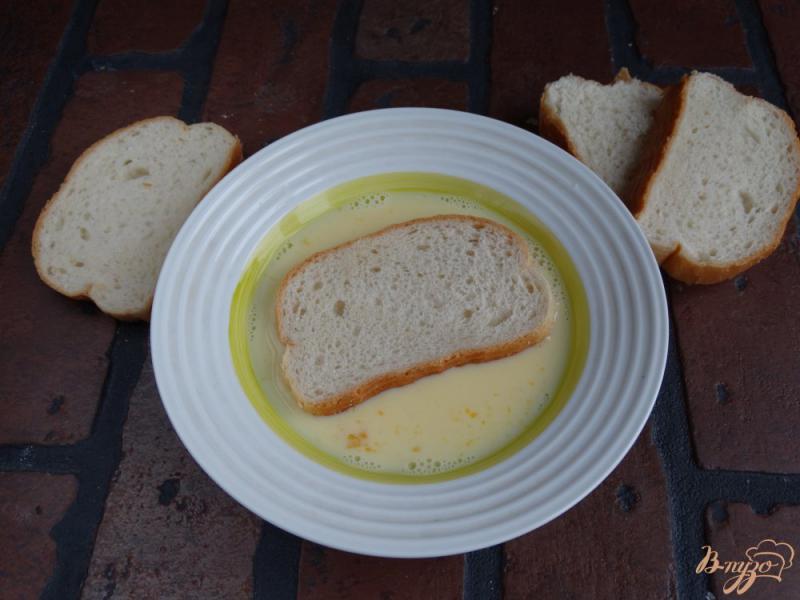 Фото приготовление рецепта: Сладкие гренки с творогом и манго шаг №3