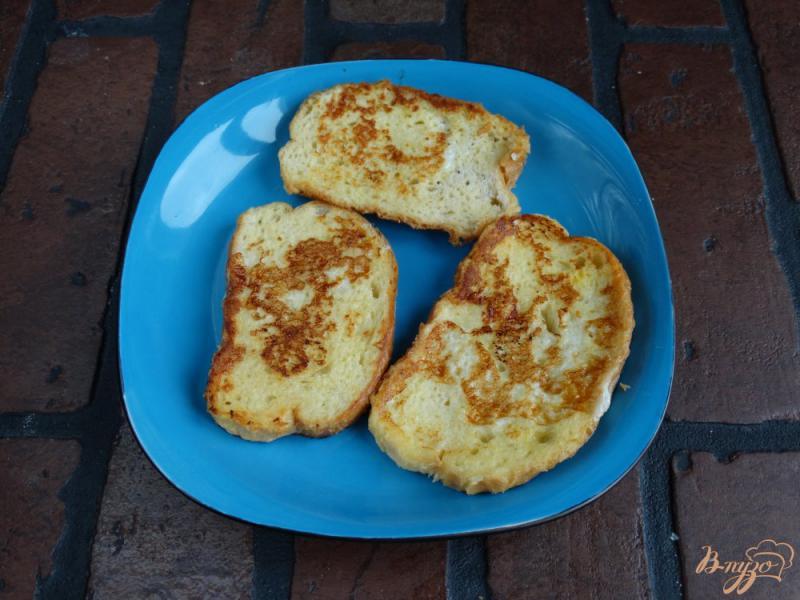 Фото приготовление рецепта: Сладкие гренки с творогом и манго шаг №5