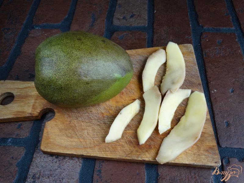 Фото приготовление рецепта: Сладкие гренки с творогом и манго шаг №7