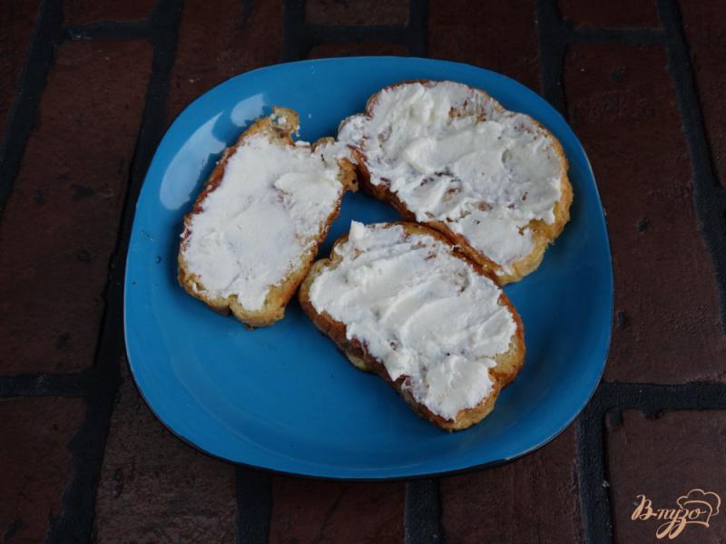 Фото приготовление рецепта: Сладкие гренки с творогом и манго шаг №6