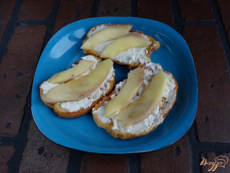 Фото приготовление рецепта: Сладкие гренки с творогом и манго шаг №8