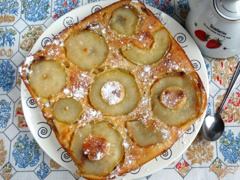 Фото приготовление рецепта: Итальянский пирог с грушей и шоколадом шаг №8