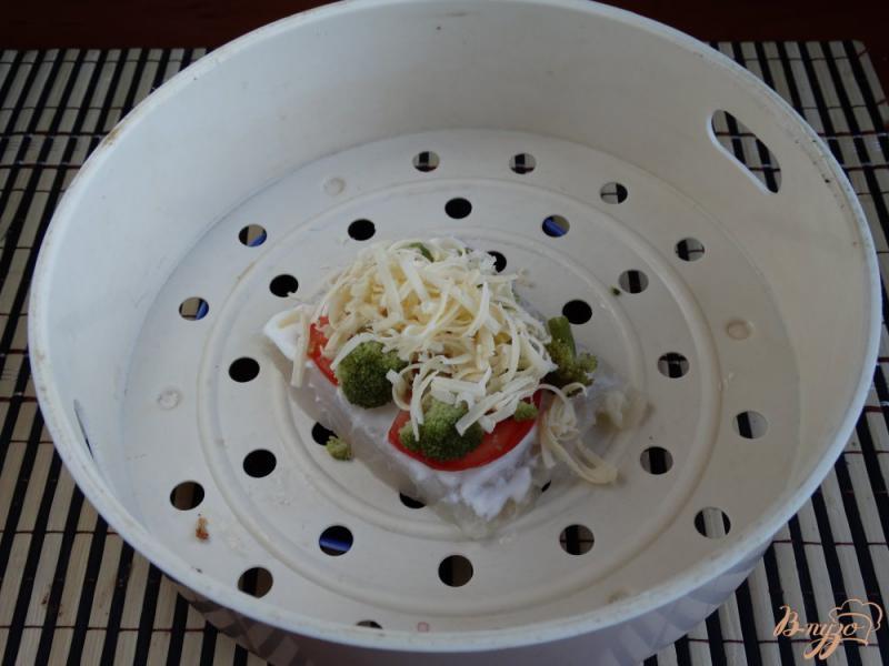 Фото приготовление рецепта: Филе пангасиуса с овощами на пару шаг №4