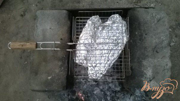 Фото приготовление рецепта: Речная форель на костре шаг №5