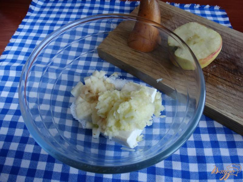 Фото приготовление рецепта: Творожная запеканка с рисом и фруктами на пар шаг №3