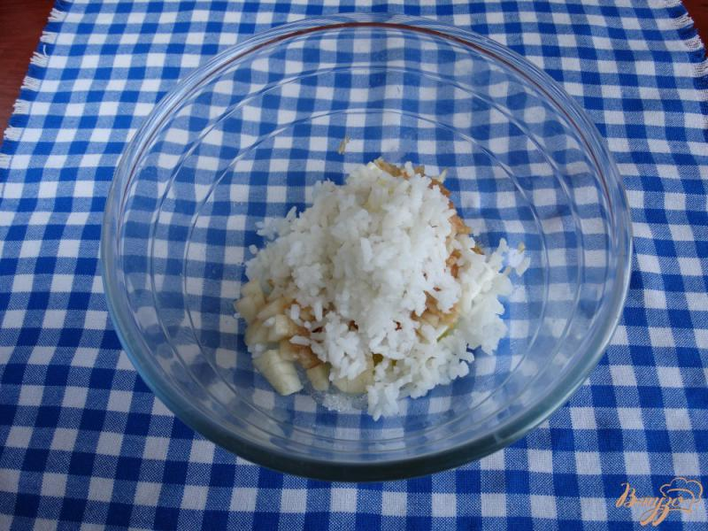 Фото приготовление рецепта: Творожная запеканка с рисом и фруктами на пар шаг №5