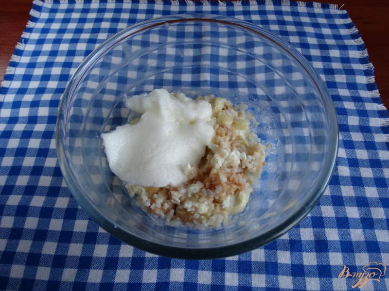 Фото приготовление рецепта: Творожная запеканка с рисом и фруктами на пар шаг №7
