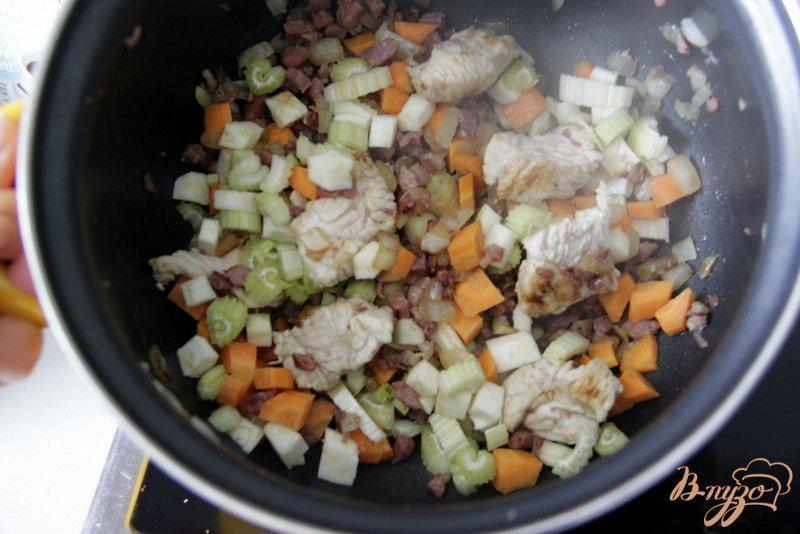 Фото приготовление рецепта: Венгерский куриный суп с овощами шаг №3