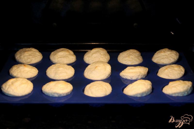 Фото приготовление рецепта: Творожное суфле для детей шаг №5