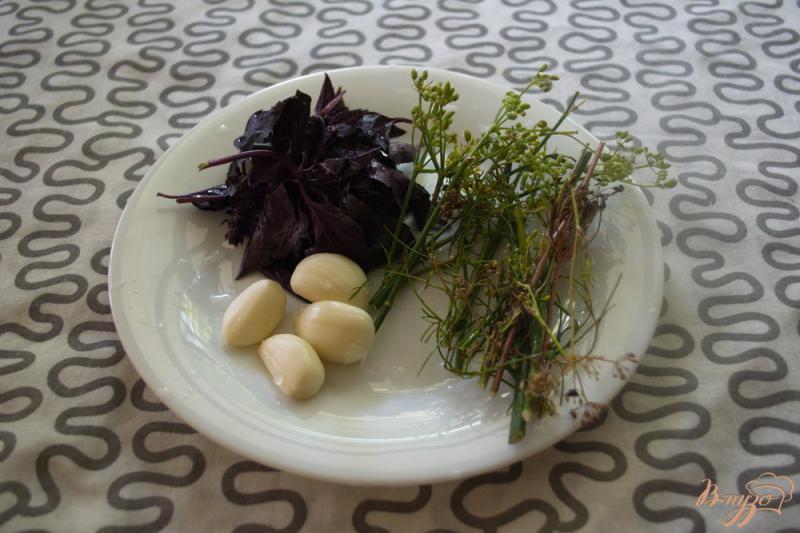 Фото приготовление рецепта: Помидоры с базиликом на закуску шаг №2