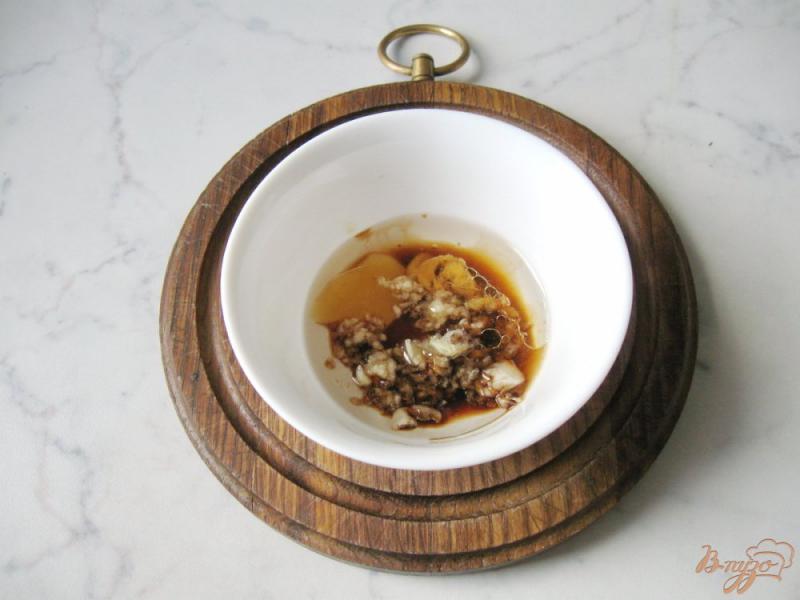 Фото приготовление рецепта: Помидоры в медово - соевом маринаде с чесноком и горчицей шаг №6