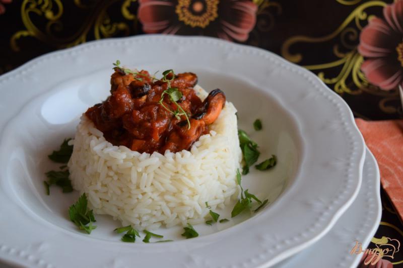 Фото приготовление рецепта: Мидии в томатном соусе шаг №5
