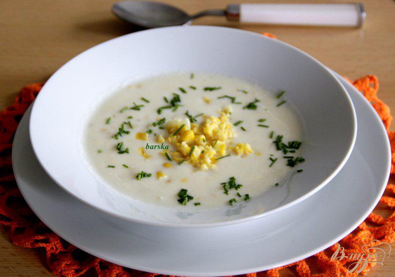 Фото приготовление рецепта: Яичный суп с кукурузой и сыром шаг №8