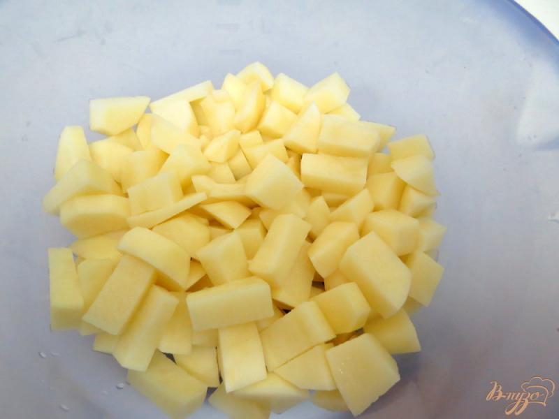 Фото приготовление рецепта: Суп с брюссельской капустой, шампиньонами и сырочком шаг №2