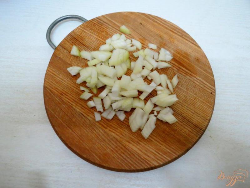 Фото приготовление рецепта: Суп с брюссельской капустой, шампиньонами и сырочком шаг №4