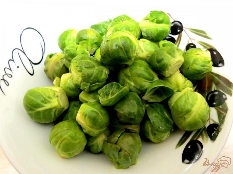 Фото приготовление рецепта: Суп с брюссельской капустой, шампиньонами и сырочком шаг №7