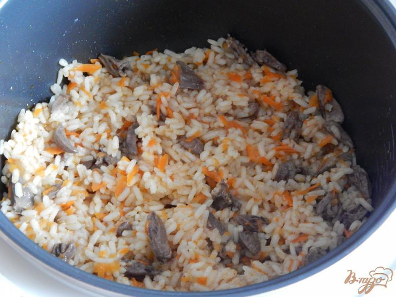 Фото приготовление рецепта: Куриные сердечки с рисом в мультиварке шаг №8