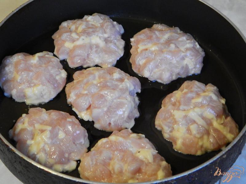 Фото приготовление рецепта: Котлеты рубленые из куриной грудки с сыром шаг №7