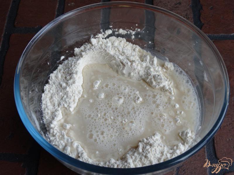 Фото приготовление рецепта: Тесто для пиццы на майонезе шаг №2