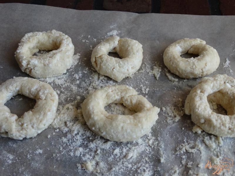 Фото приготовление рецепта: Творожные бублики для детей шаг №8