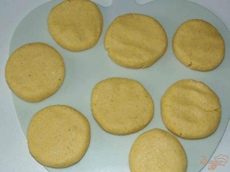 Фото приготовление рецепта: Кукурузные лепешки на молоке шаг №4