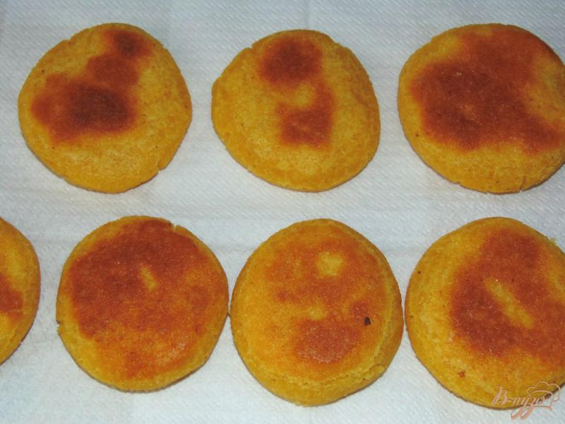 Фото приготовление рецепта: Кукурузные лепешки на молоке шаг №7