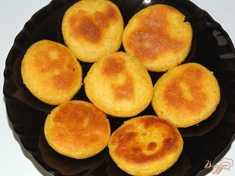 Фото приготовление рецепта: Кукурузные лепешки на молоке шаг №8