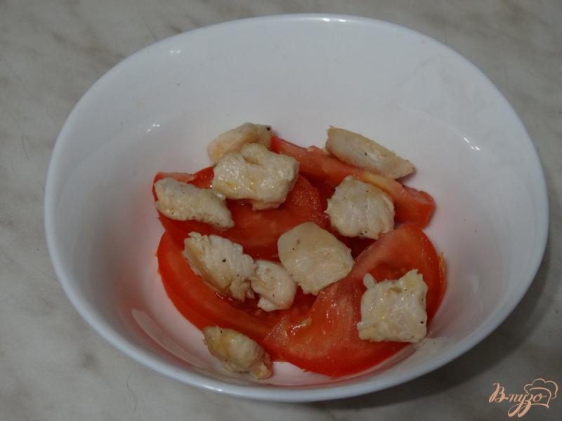 Фото приготовление рецепта: Салат с авокадо и курицей шаг №2