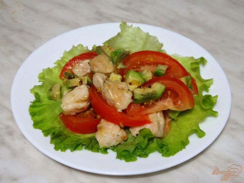 Фото приготовление рецепта: Салат с авокадо и курицей шаг №6