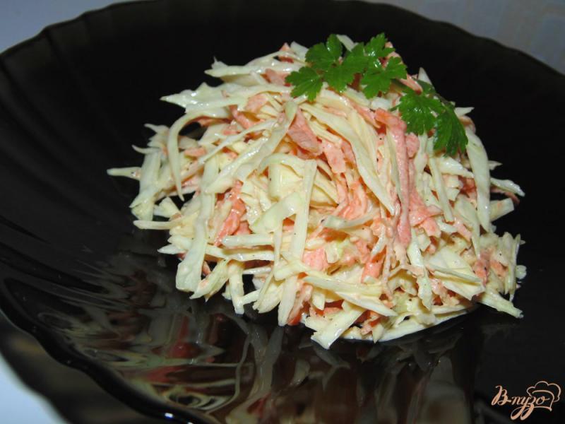 Фото приготовление рецепта: Капустный салат с копченым сыром и морковью шаг №5