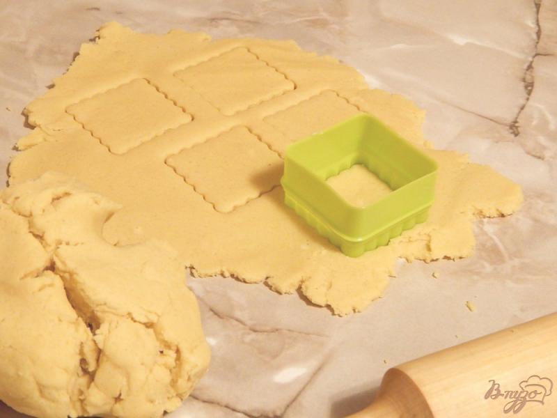Фото приготовление рецепта: Рассыпчатое песочное печенье шаг №4