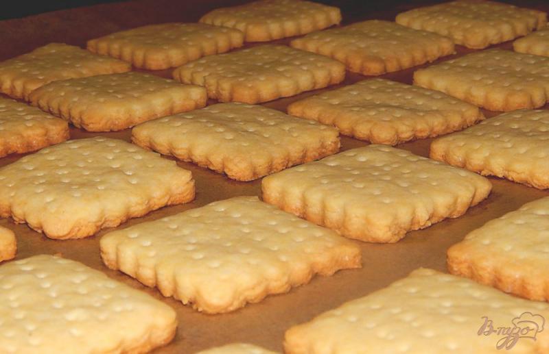 Фото приготовление рецепта: Рассыпчатое песочное печенье шаг №7