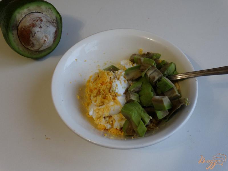 Фото приготовление рецепта: Намазка для бутербродов из авокадо и творога шаг №3
