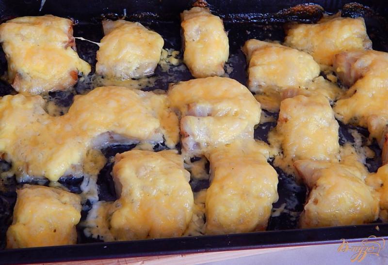 Фото приготовление рецепта: Минтай под сыром шаг №5