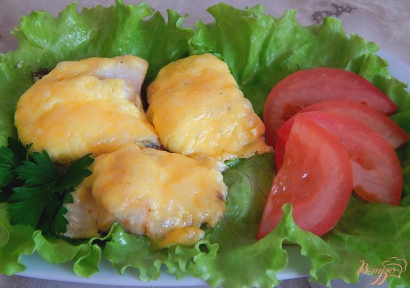 Фото приготовление рецепта: Минтай под сыром шаг №6
