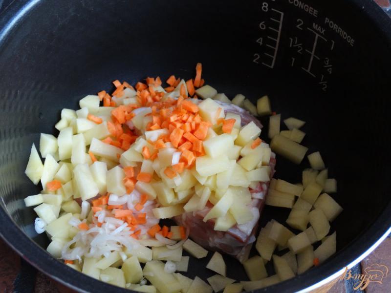 Фото приготовление рецепта: Перловый суп в мультиварке шаг №3