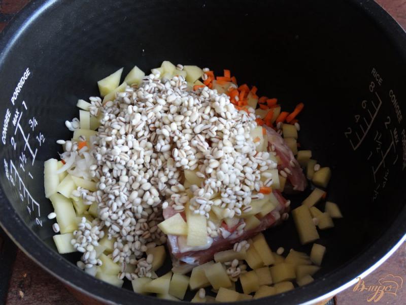 Фото приготовление рецепта: Перловый суп в мультиварке шаг №4