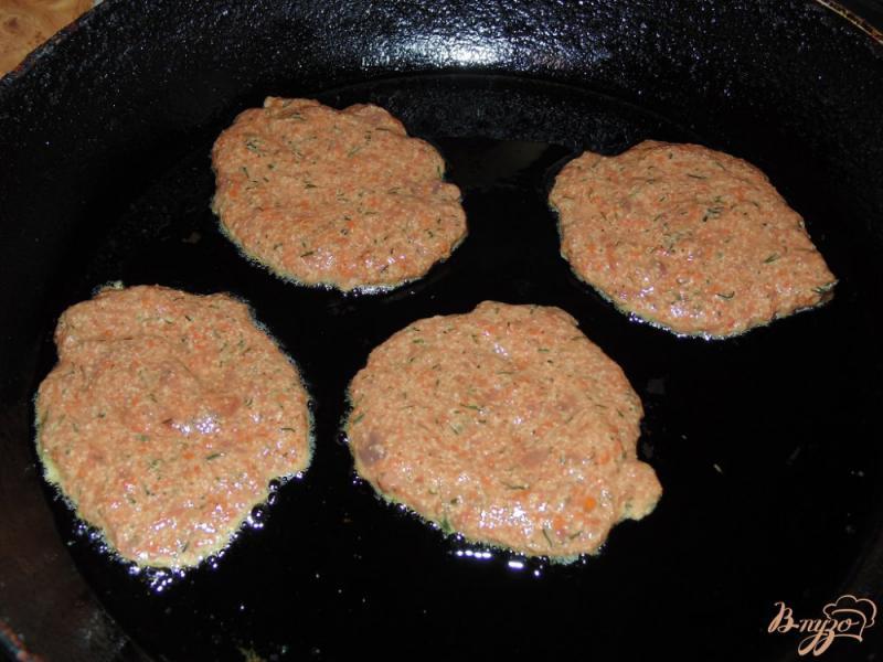 Фото приготовление рецепта: Котлеты из говяжьей печени с зеленью шаг №5