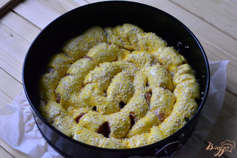 Улитка из слоеного теста с сосисками, сыром и зеленым луком - рецепт пошаговый с фото