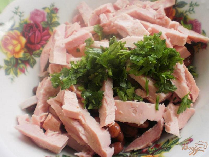 Фото приготовление рецепта: Салат с морковью, фасолью и ветчиной шаг №4