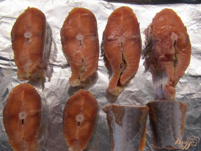 Фото приготовление рецепта: Медальоны из горбуши в сливках шаг №2