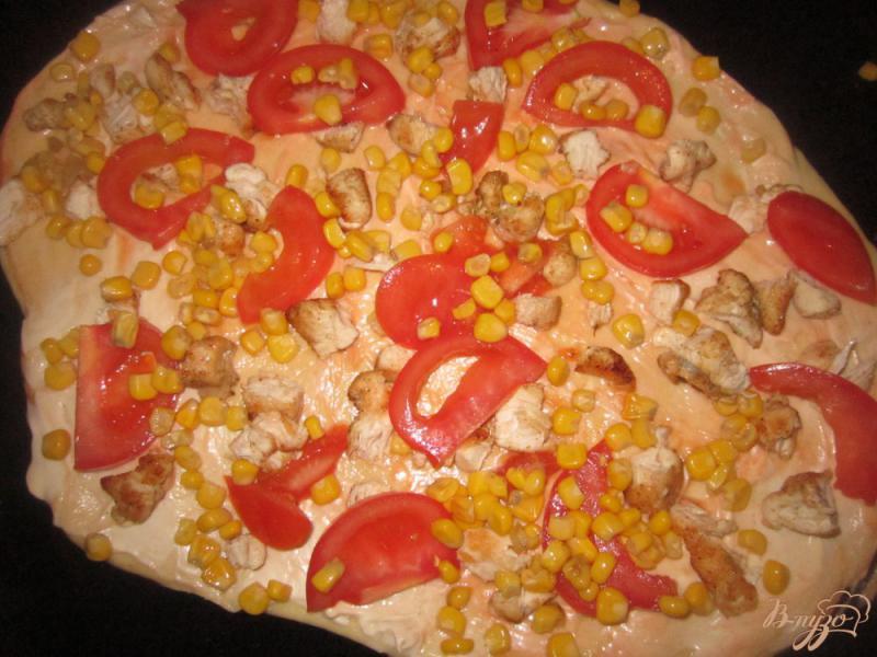 Фото приготовление рецепта: Пицца с курицей на тонком тесте шаг №5
