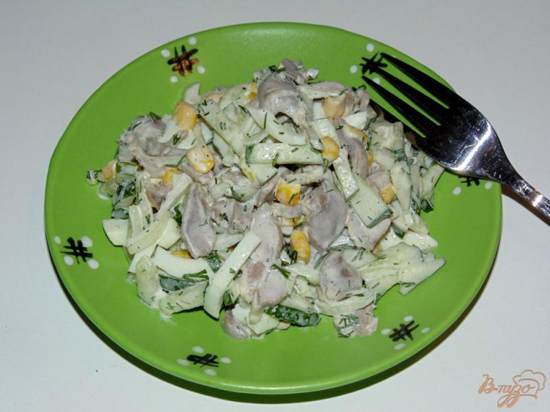Фото приготовление рецепта: Салат из куриных желудков со свежим огурцом шаг №5