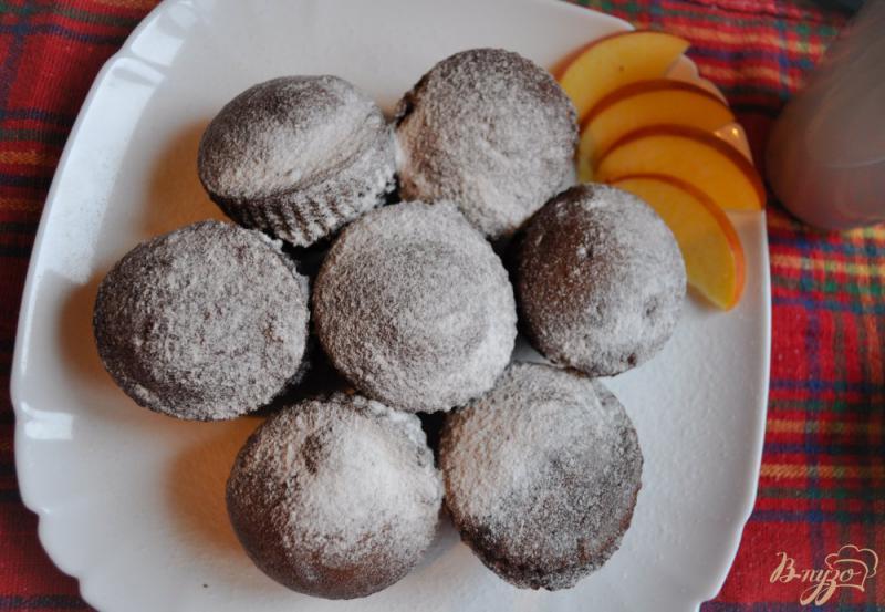 Фото приготовление рецепта: Шоколадные маффины на кефире шаг №7