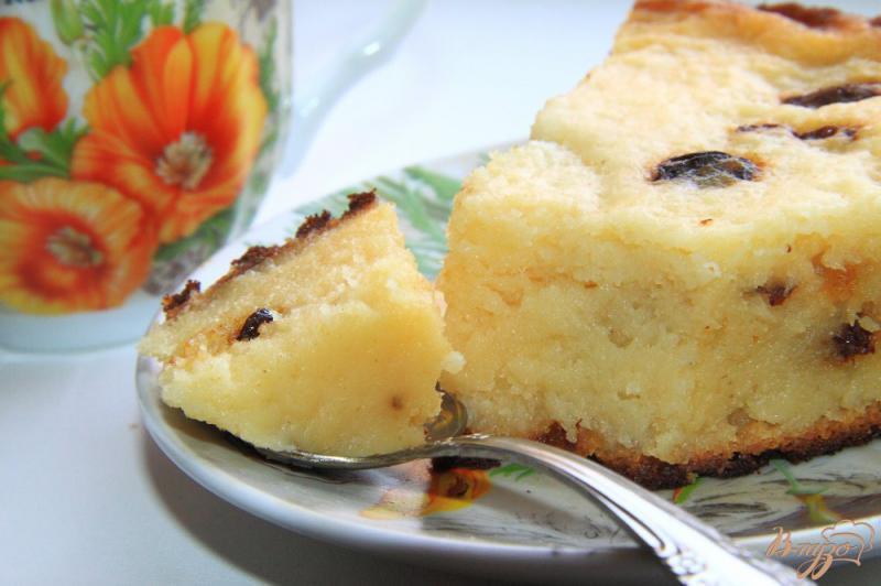 Фото приготовление рецепта: Творожная запеканка с манкой и изюмом в мультиварке шаг №10