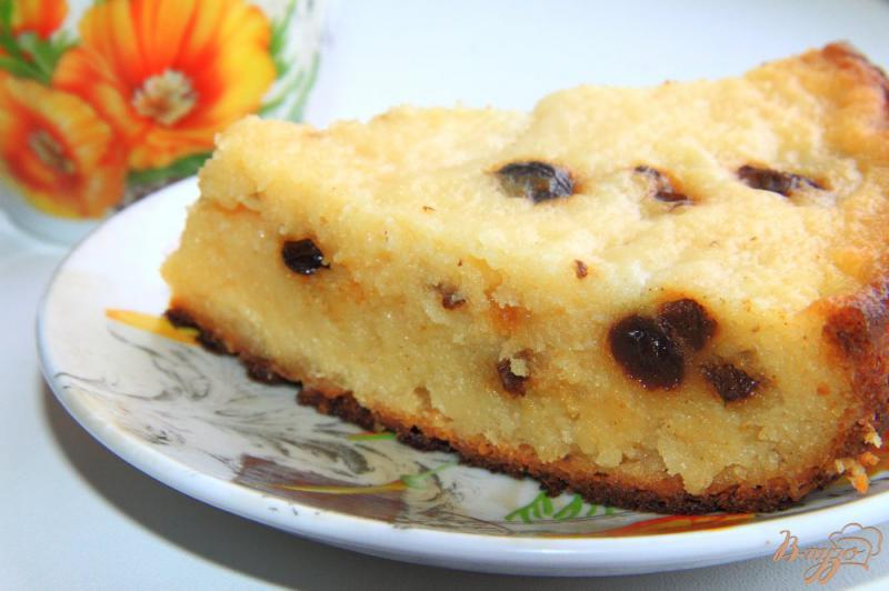 Фото приготовление рецепта: Творожная запеканка с манкой и изюмом в мультиварке шаг №9
